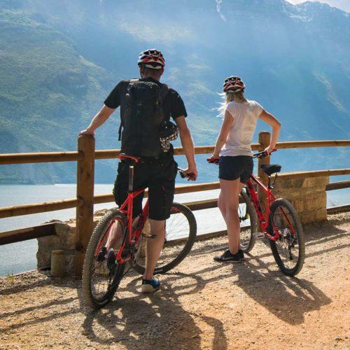 Percorso ciclabile sul lago di Garda
